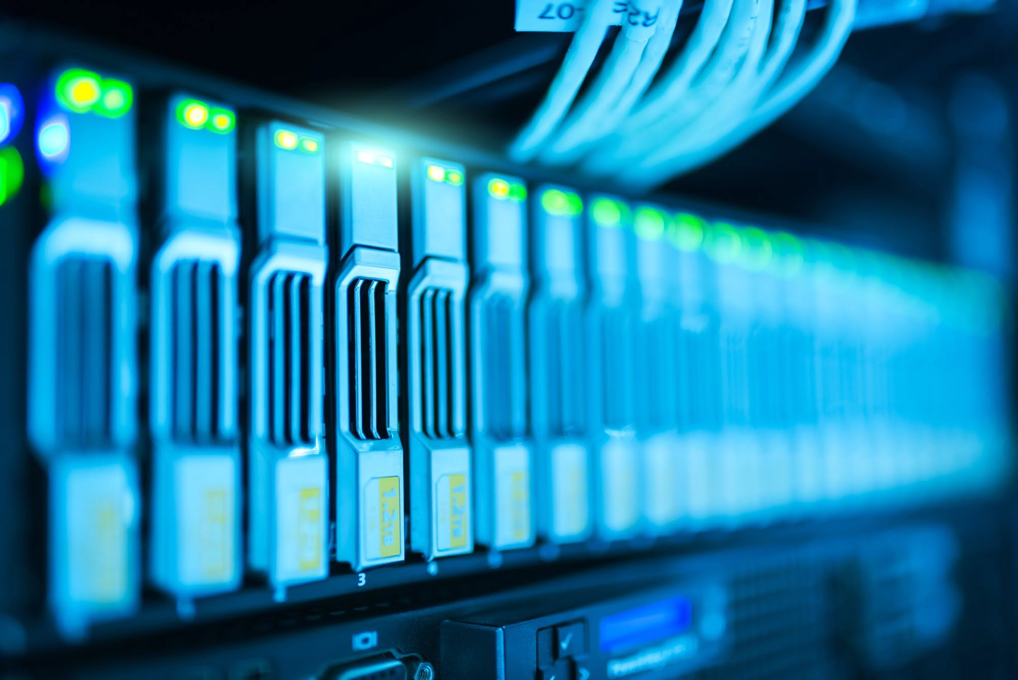 A Must-Know Guide to the Pros and Cons of Server Colocation